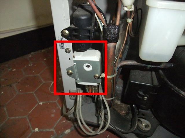 自個修冰箱:自行更換除霜定時器 (1/4)