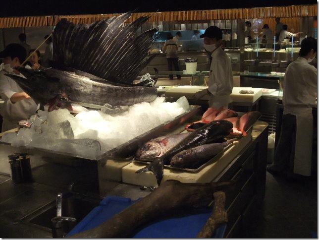 晶華柏麗廳的招牌-整尾雨傘旗魚