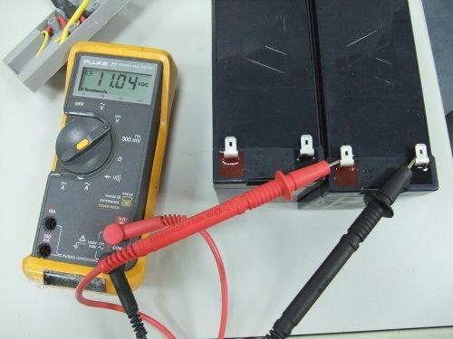 不正常的電池電壓