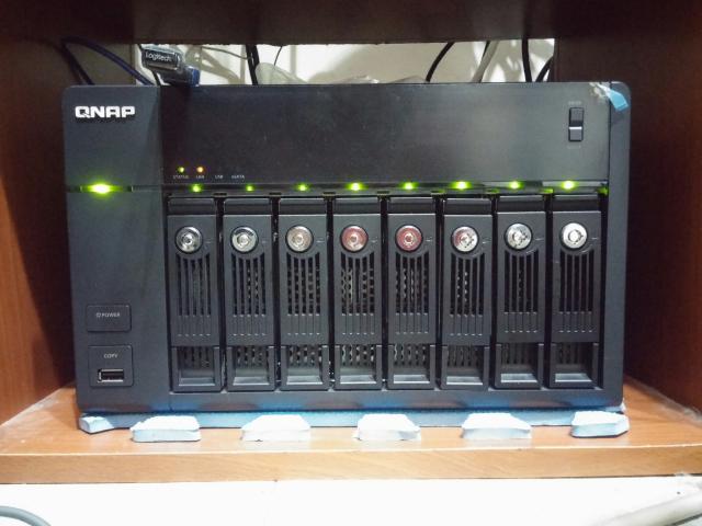 TS-869PRO 8顆硬碟同時運作
