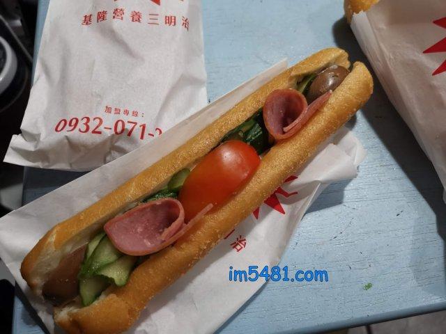 基隆營養三明治也會用上滿滿的沙拉醬