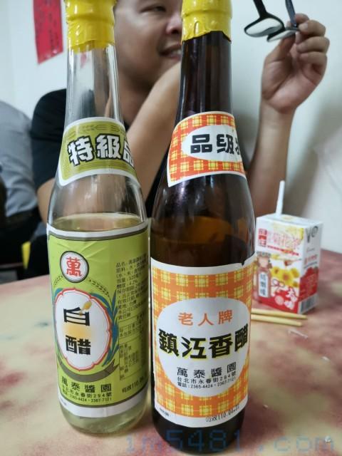 大台北攤販愛用的萬泰醬園白醋(調和醋),這也是北部人大都對於『白醋』兩字的實際印象。