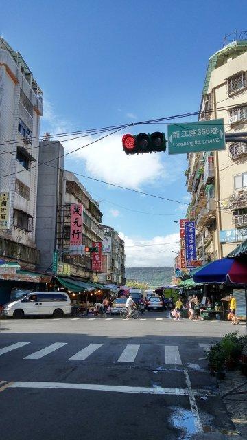 所有的南北雜貨店都集中於此路口附近