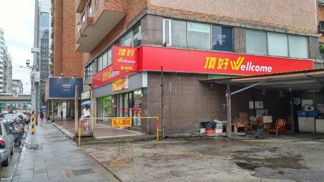 台北長春路靠近日本交流協會的頂好超市