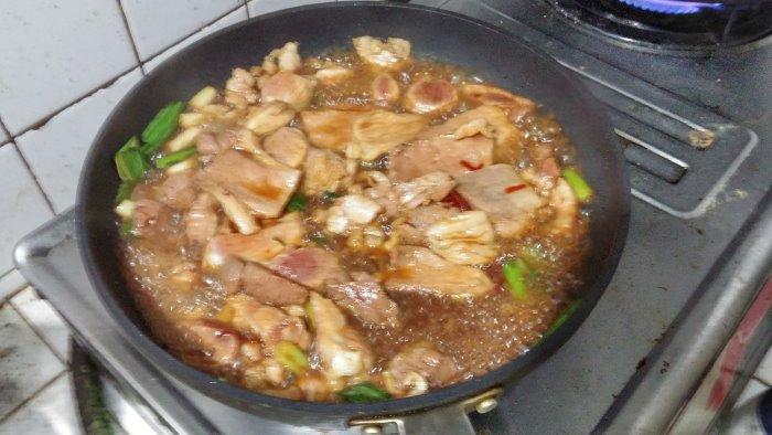 用萬家香純佳釀醬油煮挾心肉