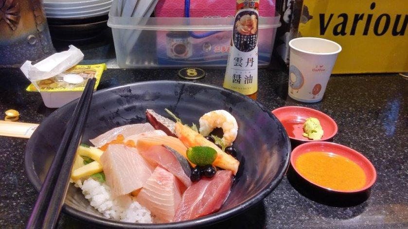 帶雲丹醬油去吃海鮮丼是非常適合的!