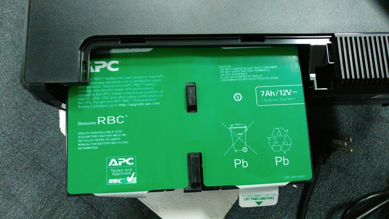 主婦 挿入 無修正 將綠色貼紙翻轉在上方,插入電池就完成電池啟動