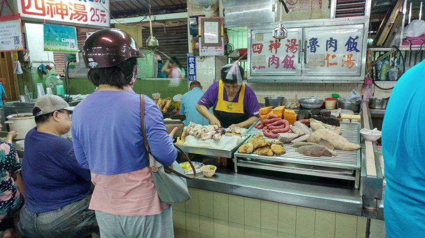東市場  魯肉飯 四神湯