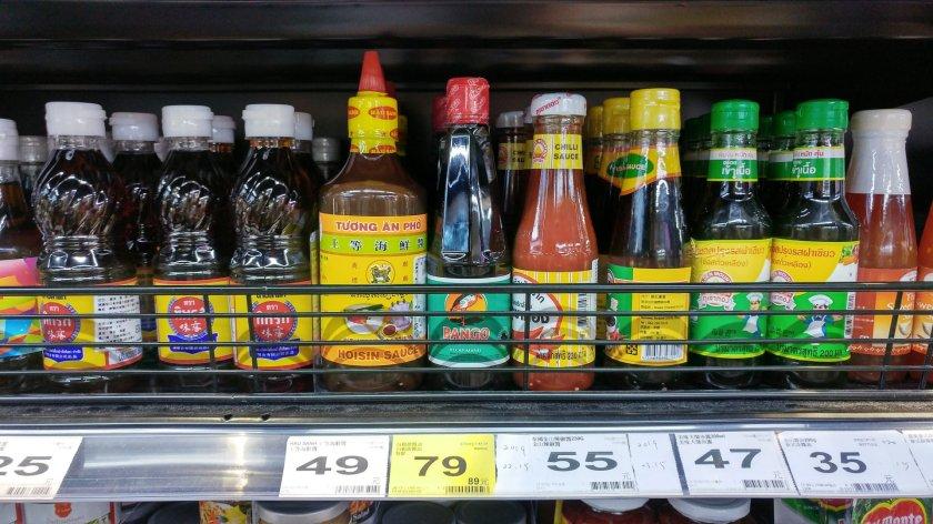 家樂福的進口商品區就可以找到一堆泰國醬料