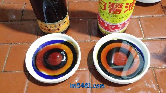 台灣玉泰白醬油-可以見到醬油清跟醬油膏都是透光的