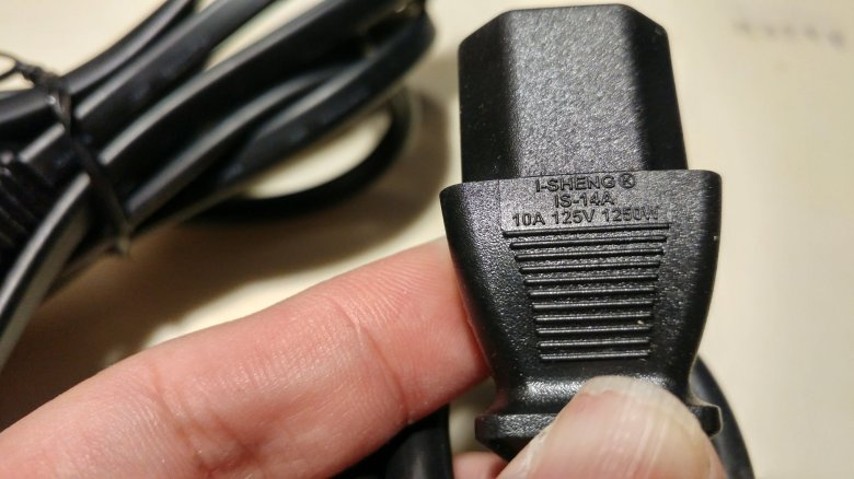 PS4 PRO所使用的電線