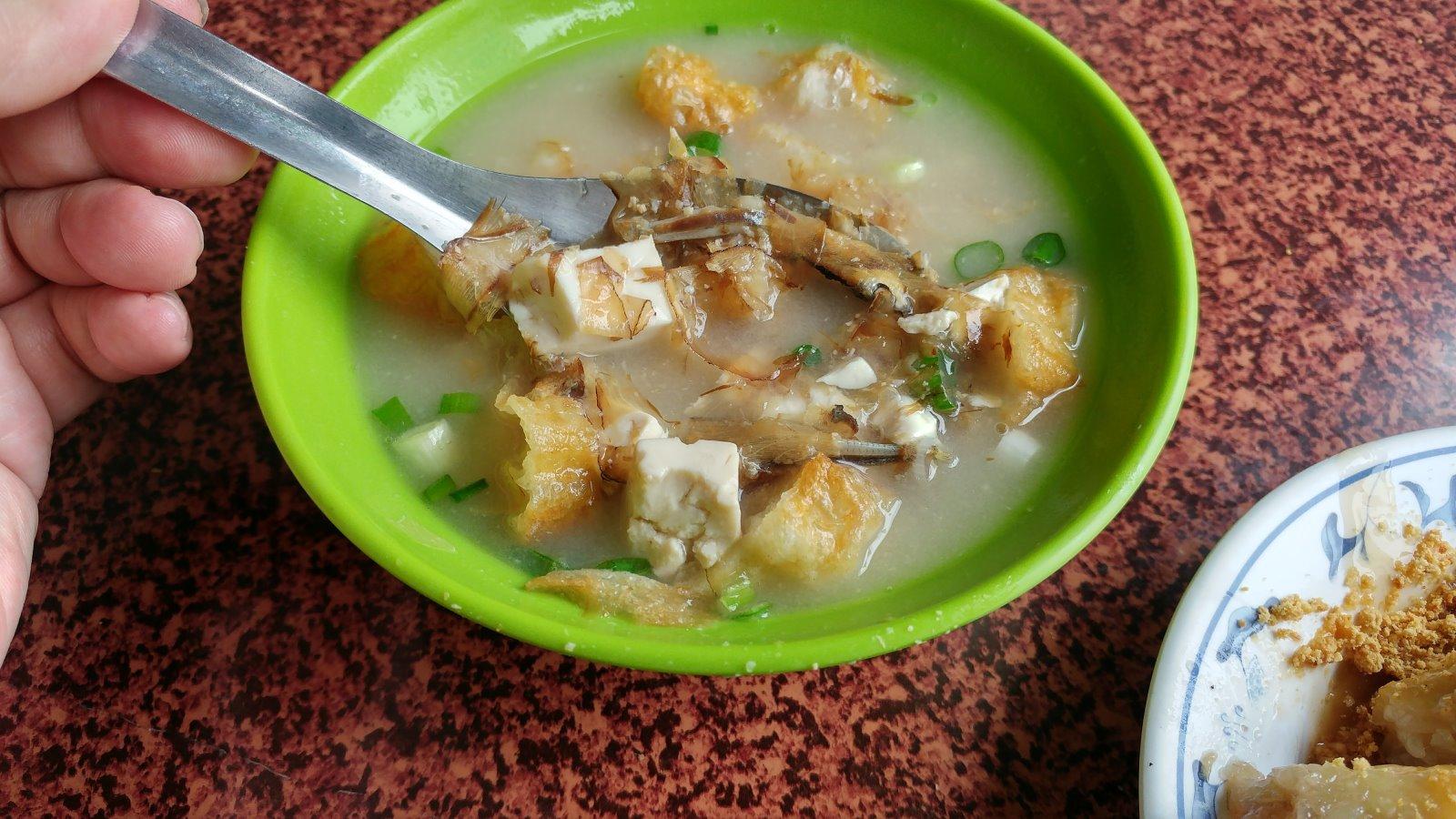 10元味噌湯 在台南料就是這麼多,吃之前一定要灑上白胡椒粉