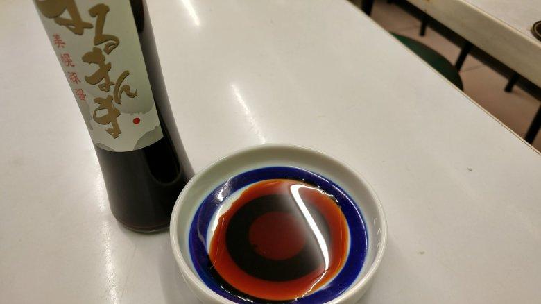 美幌豚醤油「まるまんま」醬色