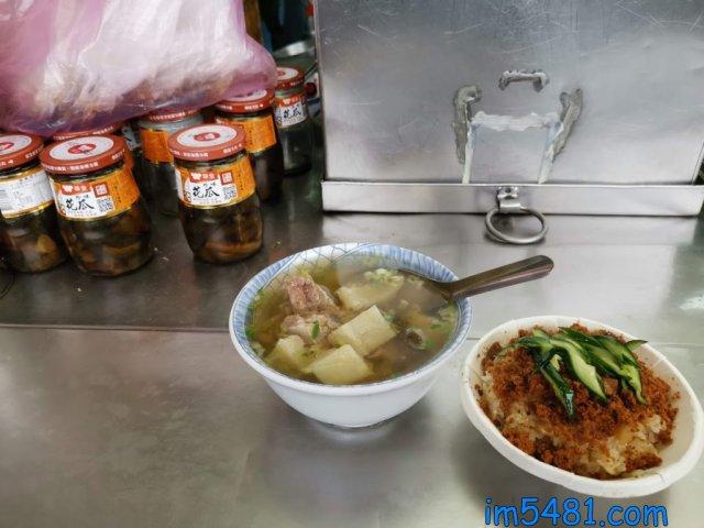 用味全花瓜(醬瓜)做的苦瓜排骨湯