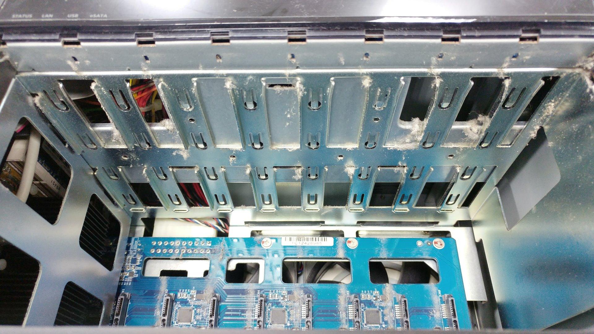 QNAP TS-869 PRO的灰塵