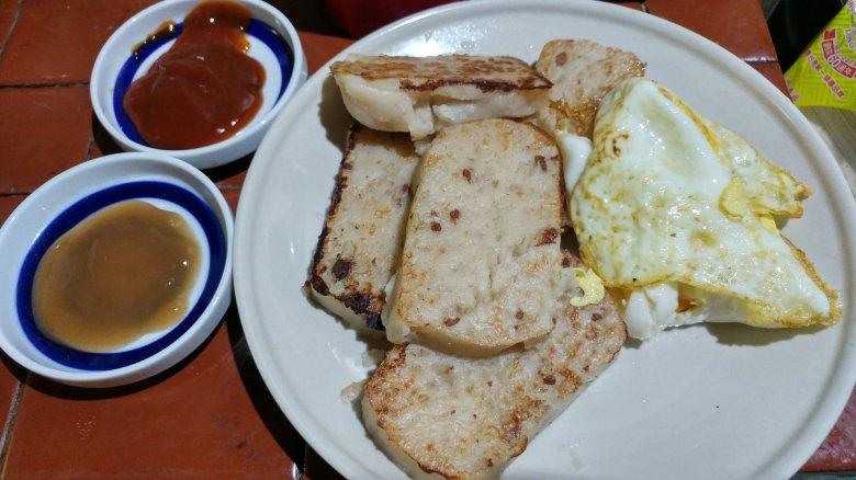源美辣椒醬跟菜頭粿 煎蛋