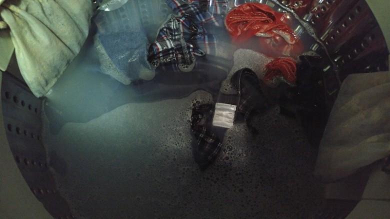 Frosch天然增豔護色洗衣精的泡沫