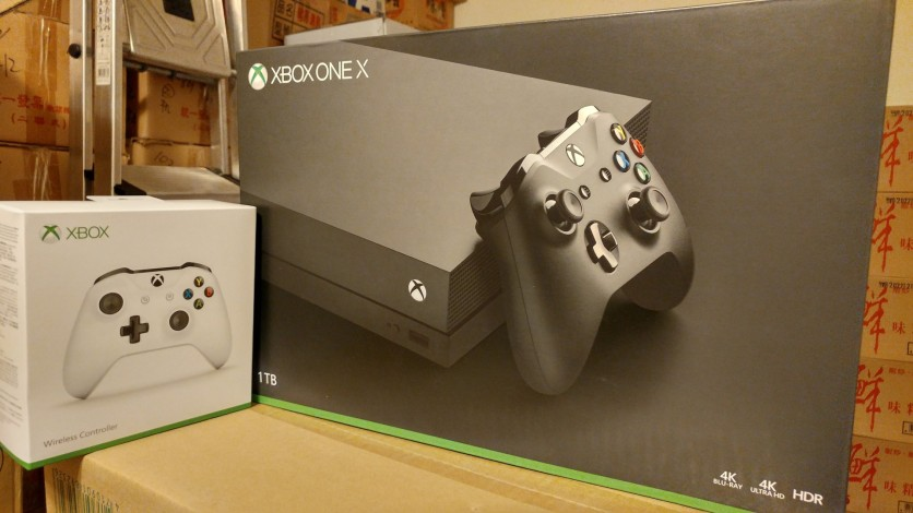 Xbox one X,現在的主力機。唯一一台不是限量版主機。唉,就是被台灣店家給拐了! 反正我現在限量版主機都會從國外下單。