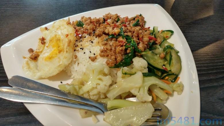 一般台灣泰式餐廳的打拋飯