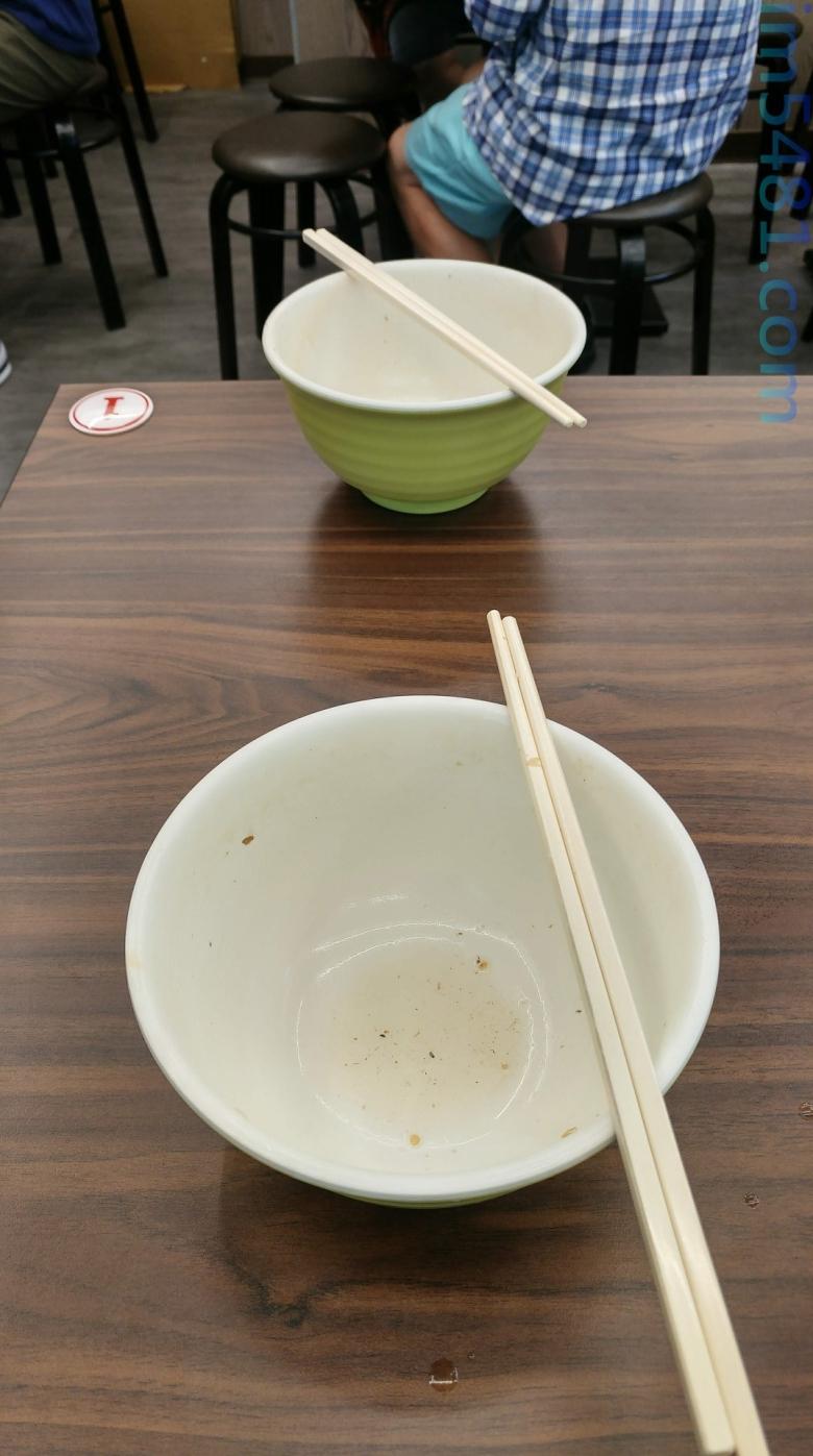 吃碗小麵根本不需要湯匙