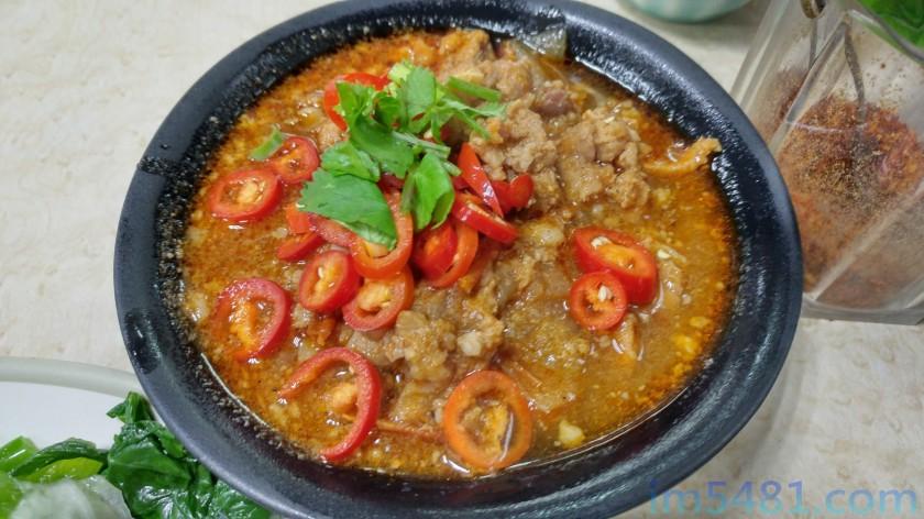 雲南傣族小吃店的招牌飯打拋豬