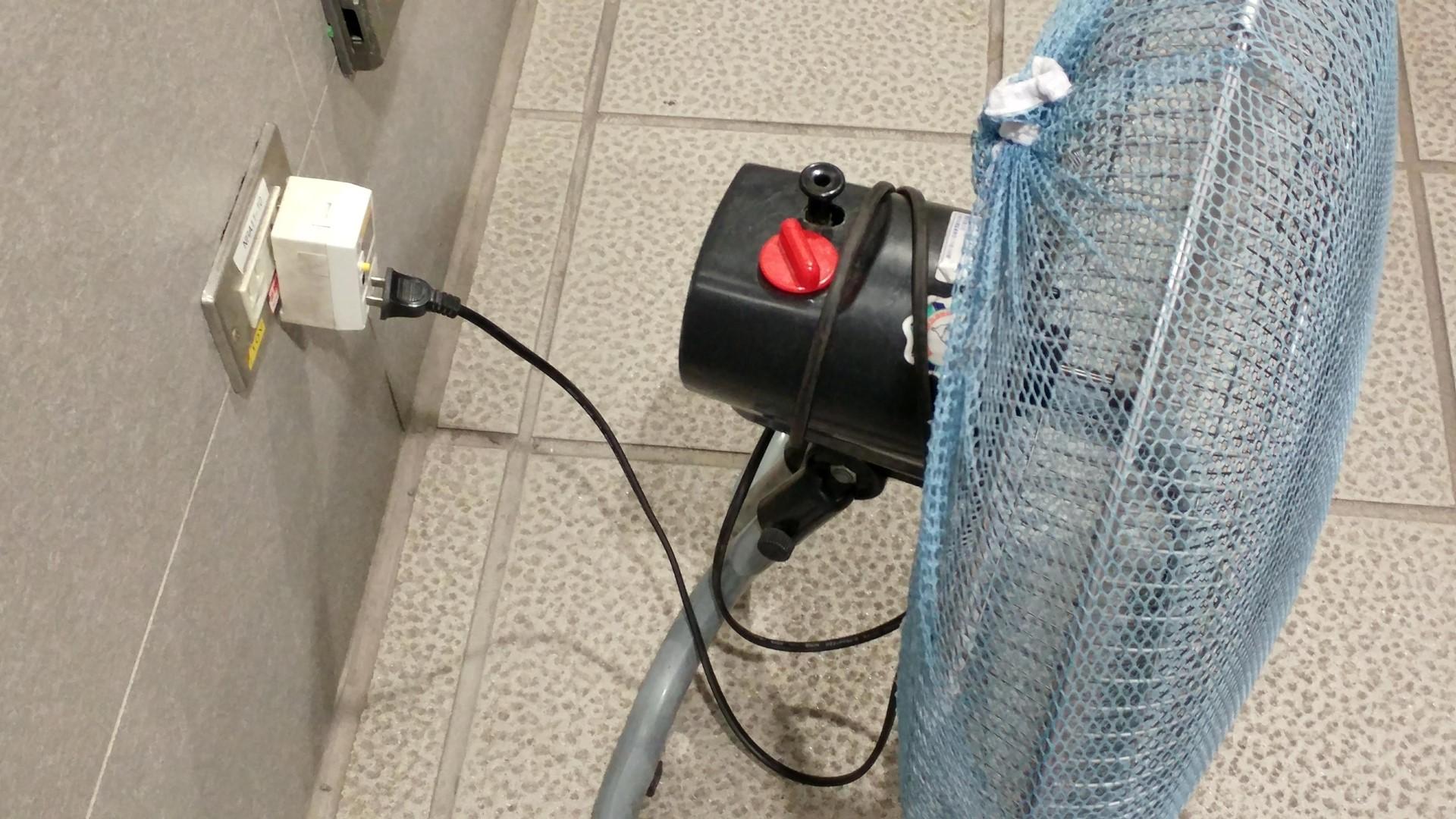 電源插頭沒有插緊