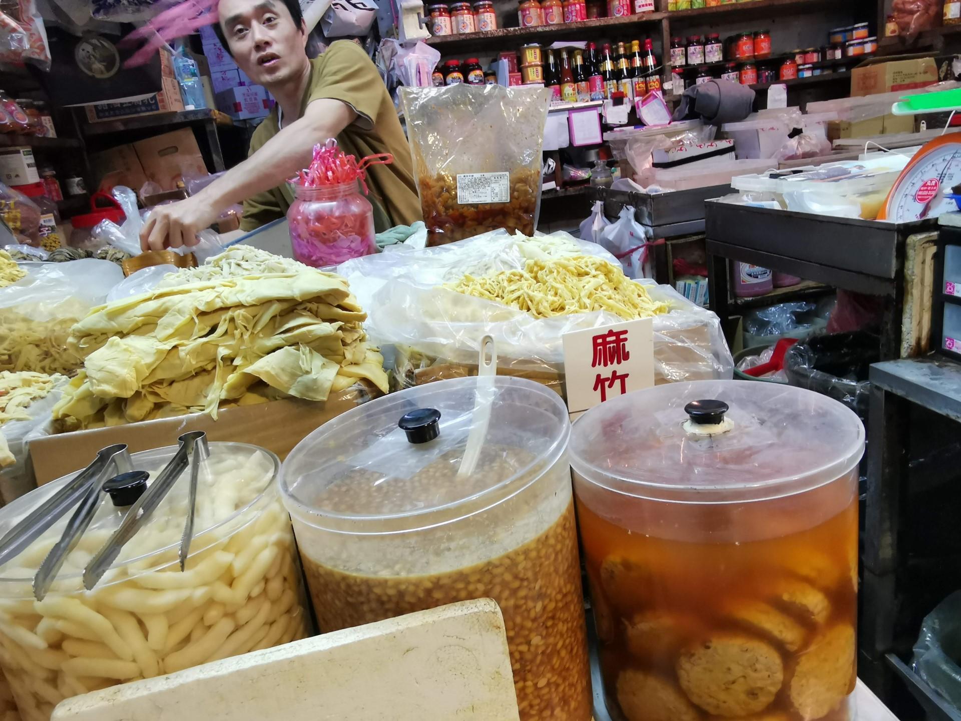 吳氏醬菜-黃金菜脯,中間的已打開之真空包裝就是5斤裝的黃金菜脯