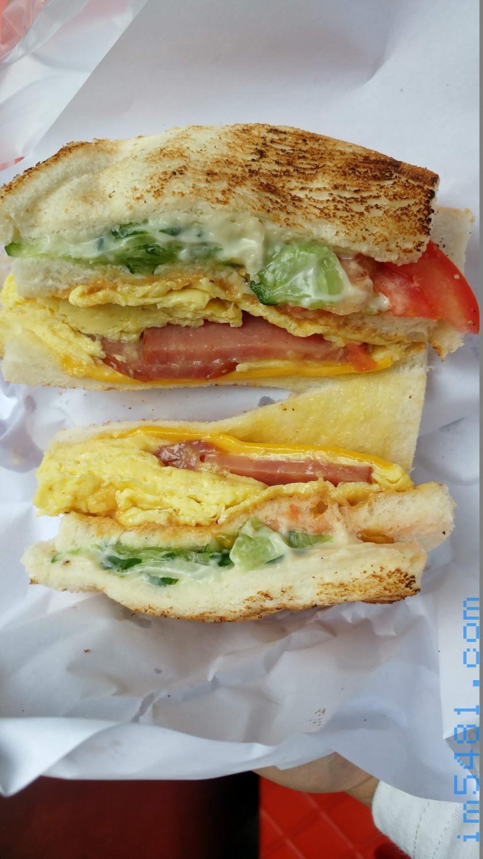 基隆廟口碳烤三明治,這樣你們能看出來有沒有塗抹花生醬呢?