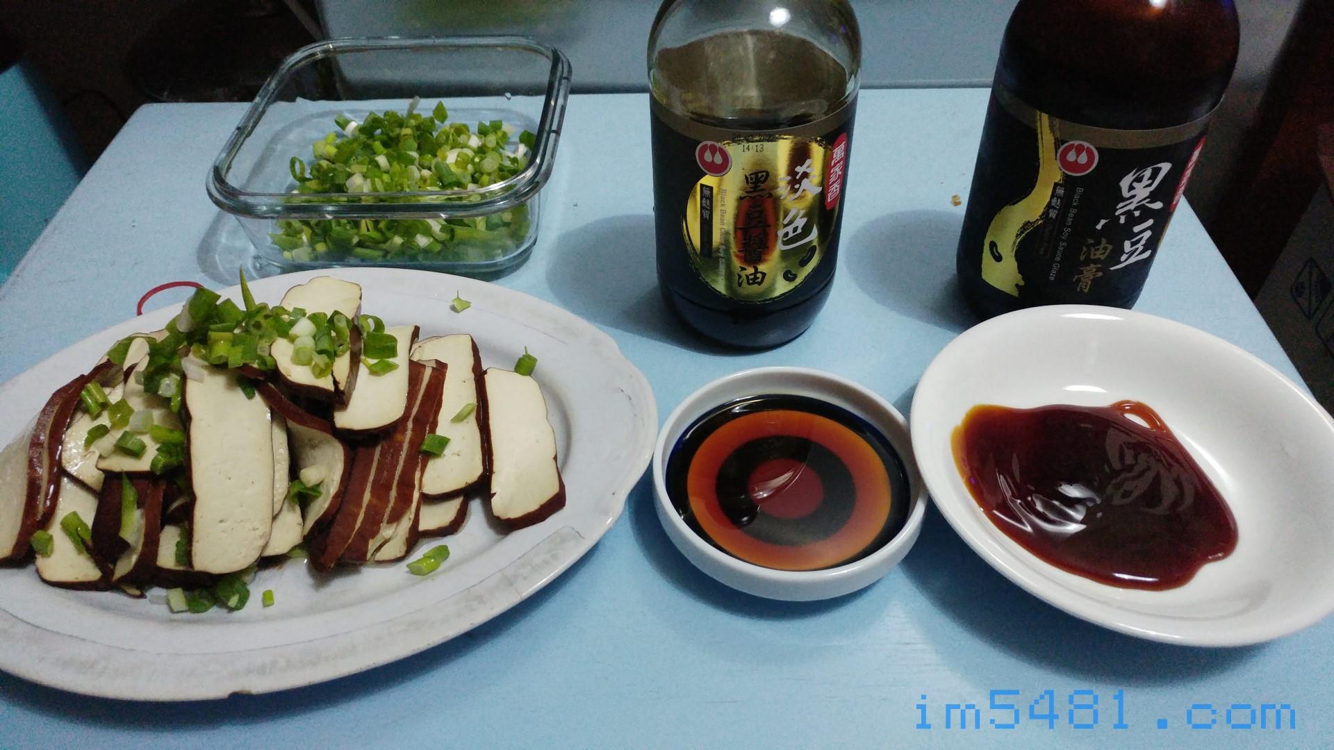 萬家香淡色黑豆醬油跟黑豆油膏