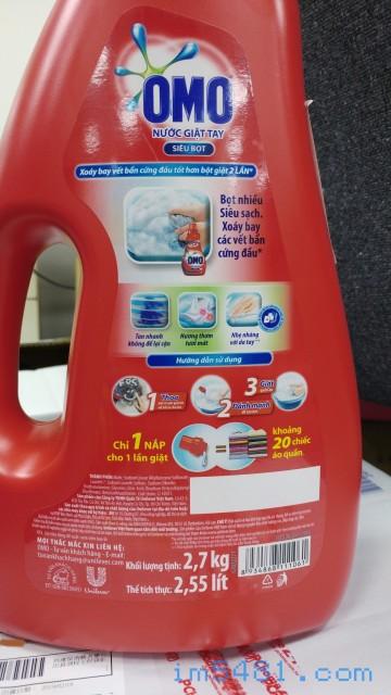 越南OMO手洗洗衣精 Nước Giặt Tay OMO Siêu Bọt 標示了一瓶蓋可以手洗20件衣物。可清掉污漬、有花香、不傷手!