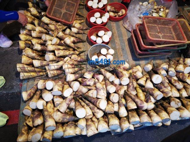 2021.09.17 東門市場攤販賣的竹筍