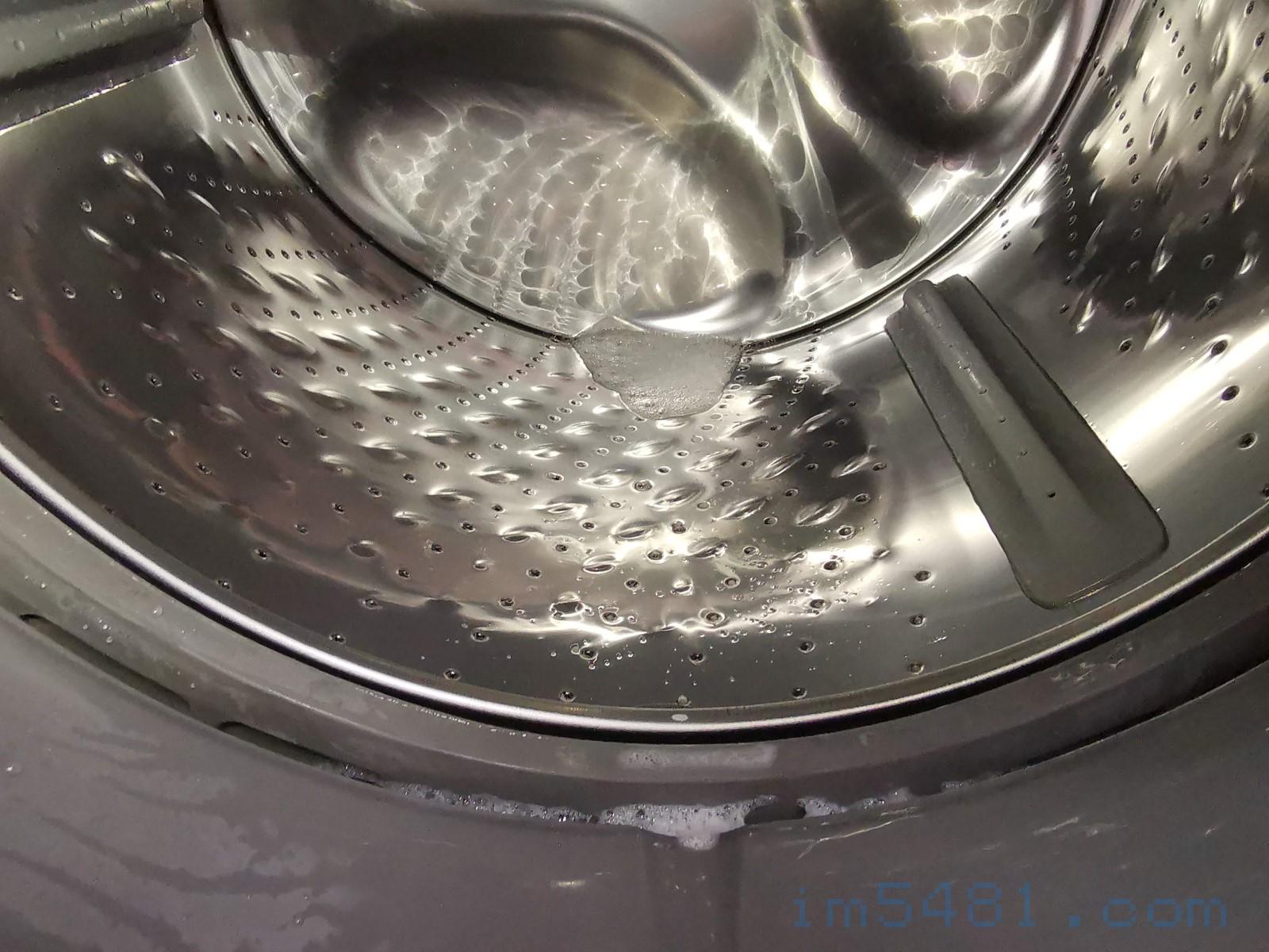 槽洗淨後,明顯有殘留,所以為了洗衣機好,我又讓他執行一次槽洗淨,把殘留清潔劑沖掉。