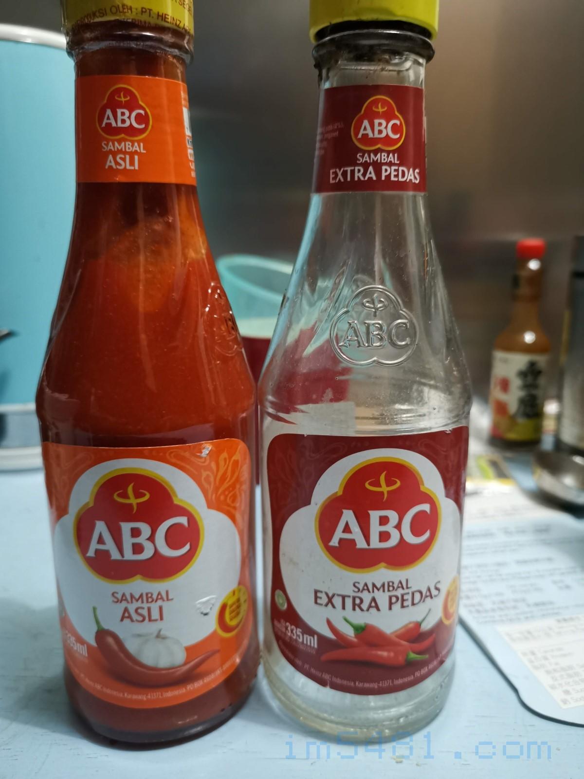 印尼ABC辣椒醬要有印蒜頭圖案的才好吃,純辣椒的就只有辣。