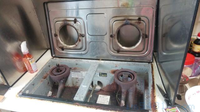 拿起崁入式瓦斯爐的上板
