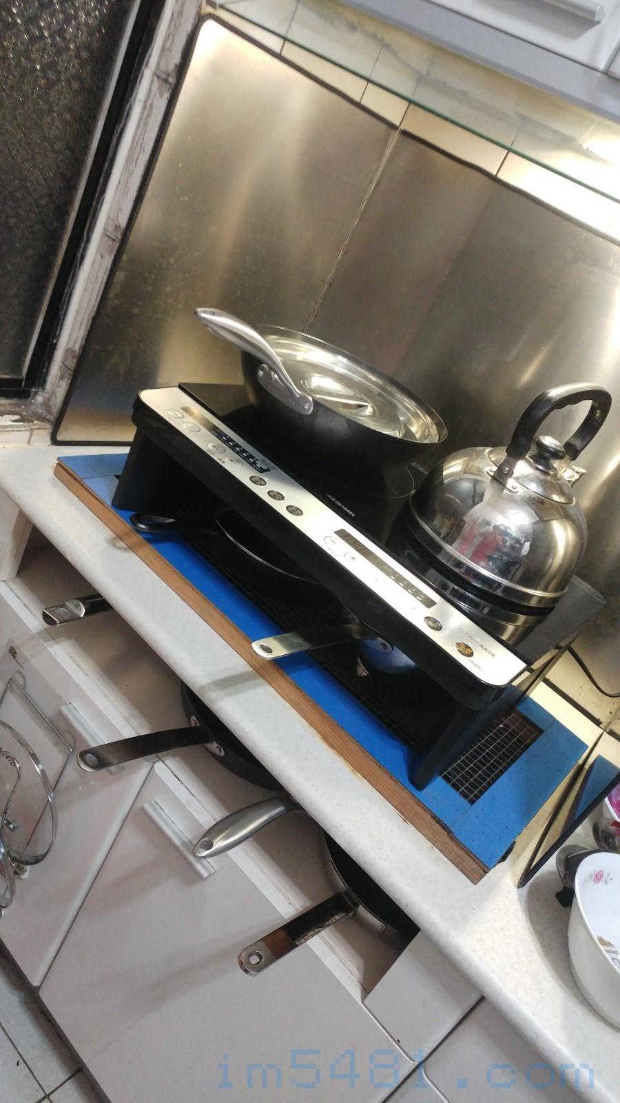 現在一口氣可以在IH爐的架上放上八個常用爐具