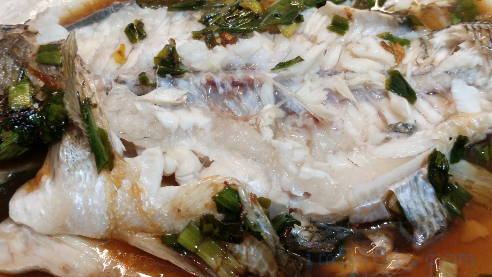 檸檬加州鱸魚腹部的脂肪檸檬香最濃