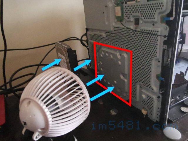 風扇可以直接吹PS4 PRO主機最熱的位置,還可以順便吹一下外接式硬碟,讓其工作溫度可有效降低。