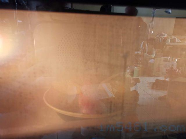使用惠而浦蒸烤爐蒸地瓜開始一分鐘就蒸氣瀰漫了