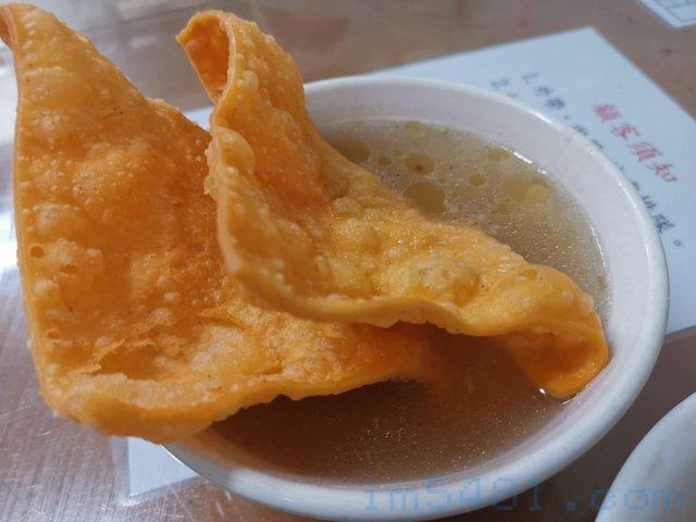 阿姬意麵-肉燕酥湯-全是澱粉的鹽水肉燕酥湯,這是我初次見識到的!